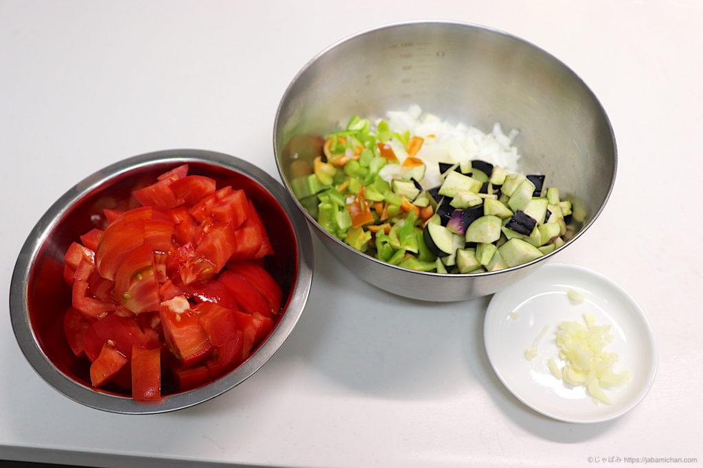 ラタトゥイユソース作り 野菜のみじん切り